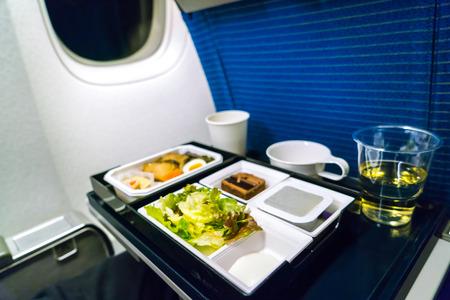 מה שעלינו לדעת על כשרות האוכל בטיסות