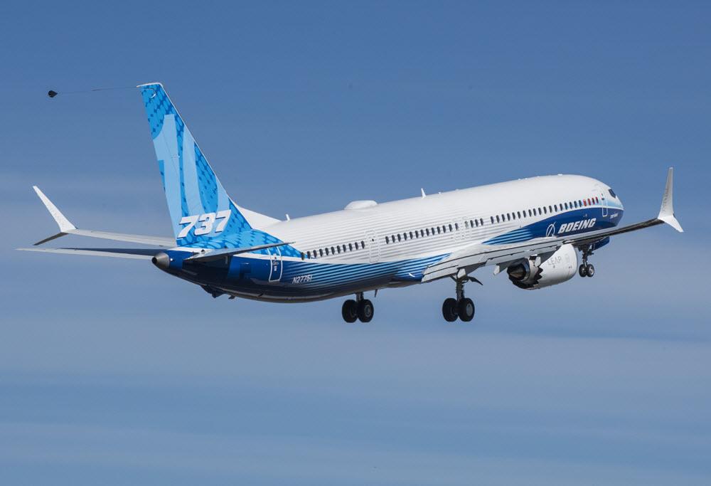 טיסה ראשונה של בואינג 737-10