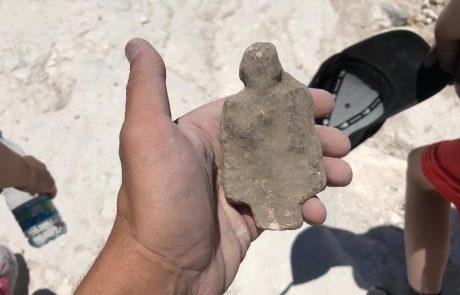צלמית עתיקה נמצאה בחפירות בית גוברין