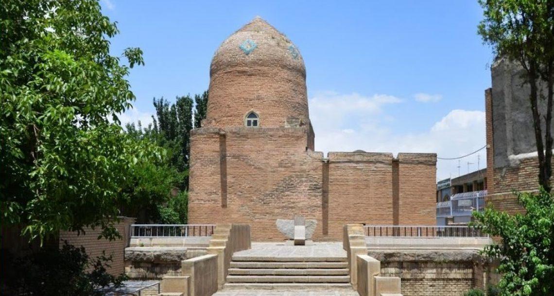 ביקור וירטואלי בקבר מרדכי ואסתר