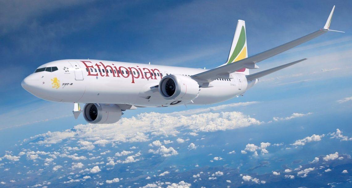 אתיופיאן חוגגת הישגים במבצע הנחות