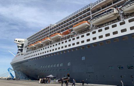 סיור על האוניה קווין מרי כשעגנה בחיפה
